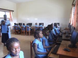 Aula de informática en la Escuela Marie Inmaculée. Año 20122