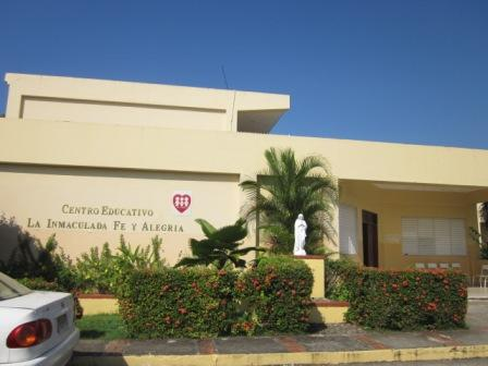 Entrada a la Escuela La Inmaculada