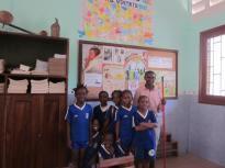 Alumnos de primaria con su profesor