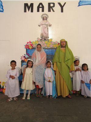 La Niña María con sus padres