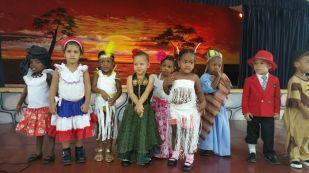ninos-de-infantl-celebrando-el-dia-de-la-raza-2017